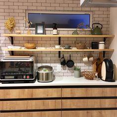 """めぐ on Instagram: """". こんばんは。 先週、長女が胃腸炎になり、昨日からようやく復活しました✨ . 現在夫がダウン。 いつも大したことない事で具合い悪いアピールしてくるので どうせまた大げさに言ってんだろ? なんて思ってたら熱が38度台🤭 それを見てなぜか勝ち誇った顔をする夫(笑) .…"""" Kitchen Cabinets, Kitchen Appliances, Kitchen Furniture, Furniture Storage, Stove, Room, Home Decor, Instagram, Kitchen"""