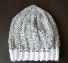 b453950bc984 Bonjour les tricopines et les crochetines, Aujourd hui je vous propose un  bonnet taille naissance au point graminée, vous verrez ce point .