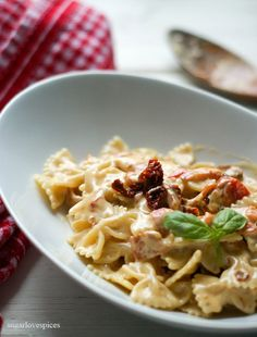 Farfalle with Sun-dried Tomato and Roasted Red Pepper Cream Sauce – SugarLoveSpices