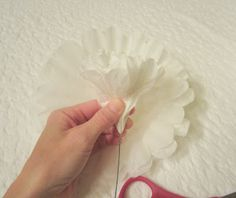 Good tutorial showing use of floral wire and tape. Michella Marie: White Paper Peonies Tutorial