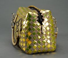 Craft Bags, Craft Gifts, Paper Chains, Paper Weaving, Newspaper Crafts, Candy Wrappers, Handmade Purses, Candy Bags, Purses And Bags