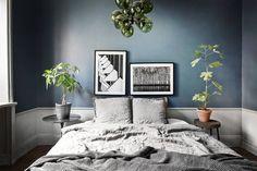 Moody Blue Bedroom Inspiration / My Scandinavian Home 2018 Interior Design Trends, Dark Bedroom Walls, Dark Walls, Dark Bedrooms, Master Bedrooms, Blue Walls, Scandinavian Bedroom, Scandinavian Style, Scandinavian Apartment