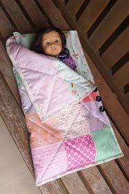 American Girl doll sleeping bag and pillow Поделки Для Куклы American Girl, Швейная Одежда Для Куклы, Одежда Для Куколок, Швейные Куклы, Одежда Для Барби, Куклы American Girl, Шитье Для Малышей, Детские Спальные Мешки, Игрушки Ручной Работы