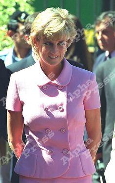 24/11/95 PRINCESS DIANA AT SAN ISIDRO IN ARGENTINA. Prince Henry, Prince Of Wales, Princess Charlotte, Princess Diana, Charles And Diana, Lady Diana, Queen Of Hearts, Most Beautiful Women, Ikon