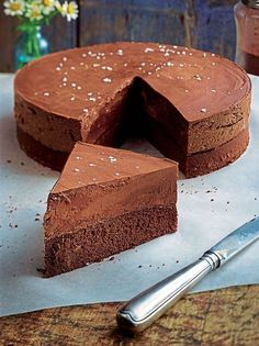 The all-chocolate cake recipe is simple to make simply darkish chocolate, Maizena, some eggs, a bit of butter, and a pinch of flower Best Chocolate, Chocolate Flavors, Chocolate Desserts, Chocolate Cake, Baking Recipes, Cake Recipes, Dessert Recipes, Chocolate Fountain Recipes, Cake Truffles