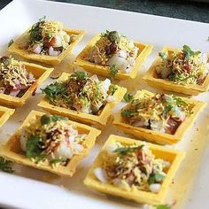 Creative Indian Food To Serve At Your Wedding! ( 20 Ideas To Bookmark, People!) You know what's the best thing about weddings? The Khaana. Yummy, mouth-watering delicacies , so rich and so decadent that they can only be served at a wedding, with aplomb. Indian Appetizers, Indian Snacks, Indian Food Recipes, Indian Wedding Food, Desi Wedding, Sev Puri, Indian Cookbook, Chaat Recipe, Indian Street Food