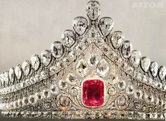 "DYNASTIES | The Royals Forums • View topic - ""DROP"" TIARAS"