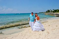 Gather friends and family for a cruise wedding in Grand Cayman