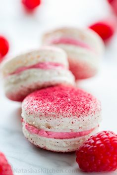 These raspberry macarons are tangy, sweet and melt-in-your-mouth amazing! Watch this step-by-step macaron video recipe to learn how to make macarons at home Macarons, Raspberry Macaroons, Raspberry Syrup, Macaron Cake, Raspberry Buttercream Frosting, Freeze Dried Raspberries, Macaroon Recipes, Almond Recipes, Caramel Recipes