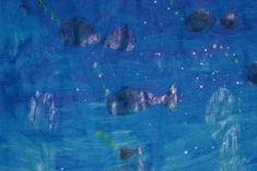 Onder water kijken – laat de kinderen tekenen met waskrijt wat ze onder water denken te zien. Als ze klaar zijn (goed dik inkleuren) kunnen ze er een laag blauwe ecoline over heen doen. Als je de ecoline mixt met glitters, water en kleuterlijm, krijg je een sprookjesachtig effect.    Zandkasteel – het strand doet je natuurlijk denken aan zandkastelen. Je kunt ze ook in de klas maken. Als je het zand vermengt met behangerslijm, zal het zand hard worden. Probeer dit zelf eerst even uit.