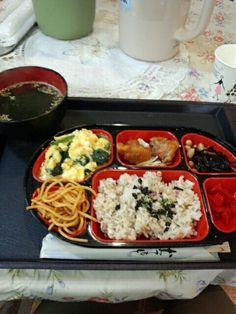 今日のお昼ご飯はB級グルメ定食食べていますなう。