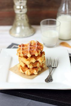 These are the ultimate of all ultimate of all waffles. Do you hear? ULTIMATE. It doesn't get better than this. It simply isn't possible. These waffles are crunchy on the outside. Yes, crunchy. They...
