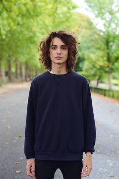 Curly Hair Men, Curly Hair Styles, Pretty People, Beautiful People, Boys Long Hairstyles, Boy Face, Herren Outfit, Attractive People, Aesthetic Girl