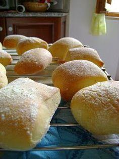 Sono semplicemente FAVOLOSE!!!!   ...morbidissime e, come dice il nome...fragranti...                                ricetta da Cookaforu... Italian Desserts, Italian Recipes, Bread Recipes, Cooking Recipes, Kenwood Cooking, Ciabatta, Sweet And Salty, Bread Baking, Finger Foods