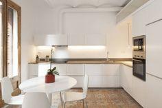 TUBO EXTRACTOR Reforma en la Barceloneta: Cocinas de estilo moderno de OAK 2000