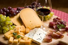 Wine and Cheese Pairing - what cheese goes with what wine, and making a basic cheeseboard!