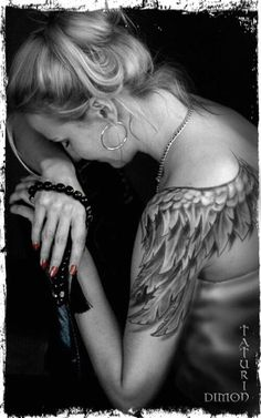 http://tattoomagz.com/angels-tattoos-on-shoulders/