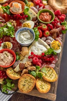 Spectaculaire brunchplank voor Pasen - Francesca Kookt Antipasto Platter, Easter Brunch, High Tea, Yummy Drinks, No Cook Meals, Lunches, Tapas, Breakfast Recipes, Good Food