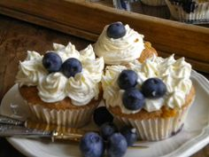 Blueberry and white chocolate cupcakes!!! #blueberry #whitechocolate #cupcakes #recipe #delicious