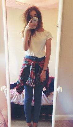 I want to wear an outfit like this, but the plaid shirt around my waist never looks right :(