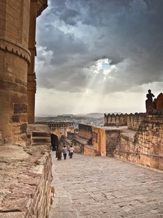 Monsoon light in Jodhpur, India (by Deadboxrunner).