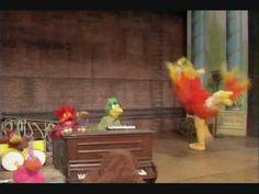 The Muppet Show: Birdwalk (Betsy Bird dance) The Muppet Show, Puppets, Action, Dance, Bird, Humor, Party, Youtube, Painting