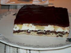 Recette du gâteau d'anniversaire le plus demandé dans ma famille :  Entremets chocolat - poire  http://www.teafolie.fr/archives/2013/11/23/26666353.html  Entremets chocolat-poire sur fond de dacquoise et feuillantine