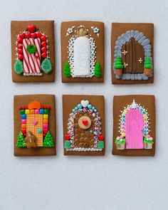 Really cool gingerbread houses - make in progress = ) Graham Cracker Gingerbread House, Cool Gingerbread Houses, Gingerbread House Designs, Gingerbread House Parties, Gingerbread Village, Gingerbread Decorations, Christmas Gingerbread House, Gingerbread Cookies, Gingerbread House Decorating Ideas