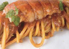 La ricetta della calamarata rucola, astice e Datterini è un piatto sempre di grande effetto, raffinato e gustoso, ideale per una cena o un pranzo speciale.