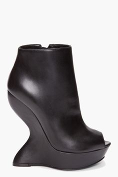 I've never considered myself a shoe gal, but never denied I am FOR SURE a boot gal. #alexandermcqueen #ftw