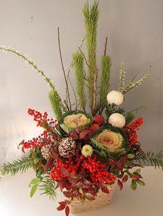 Flower Centerpieces, Flower Vases, Flower Decorations, Flower Art, Christmas Floral Arrangements, Beautiful Flower Arrangements, Beautiful Flowers, Chinese Flowers, Japanese Flowers