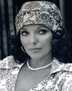 Joan Collins.. captivatingly coordinated ; )