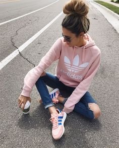 Sweatshirt Adidas Outfit Jeans 51 New Ideas Look Fashion, Daily Fashion, Teen Fashion, Fashion Clothes, Autumn Fashion, Fashion Outfits, Fashion Trends, Fashion Hacks, Feminine Fashion