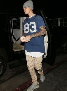 Justin Bieber is the sexiest man alive! Justin Bieber Ropa, Moda Justin Bieber, Justin Bieber 2018, Justin Bieber Outfits, I Love Justin Bieber, Justin Bieber Style 2017, Streetwear, Justin Baby, Justin Bieber Wallpaper