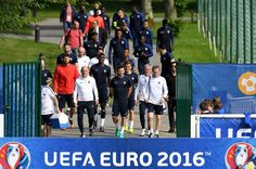 France's national football team arrives for a training session ahead of the Euro 2016 football tournament in Clairefontaine-en-Yvelines on June 6, 2016.  / AFP / FRANCK FIFE