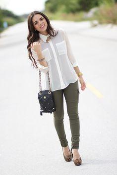 calça colorida + camisa transparente. Pantalones Verdes Mujer 2830e45796d