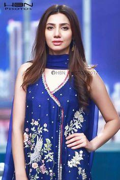 mahira khan in desi dress Pakistani Kurta, Pakistani Dresses, Shadi Dresses, Pakistani Models, Pakistani Actress, Pakistani Wedding Outfits, Pakistani Bridal, Stylish Dress Designs, Stylish Dresses