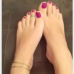 Walking barefoot is like being radiated with the heartbeat of the ground with Each step you take ❤️!..#mood #instamoments #violet #purple #toes #feet #instafeet #instabeauty #instapic #sensual #delicate #chic #classy #pedicure #stylish #legs #arches #woman #look #instalove #lookbook #soft #skin #care #instyle #elegance #fab #lovely #closeup