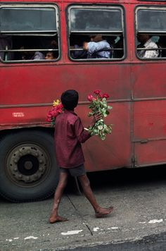 Mumbai, India/ Photography by Steve McCurry / Here you can download Steve's FREE PDF Catalog and order PRINTS /stevemccurry.com/...
