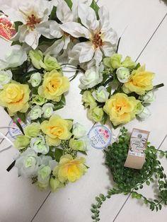 100均ダイソーの造花でリース作り♡