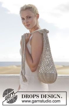 """Crochet DROPS bag with double crochet and chain spaces in """"Bomull-Lin"""". ~ DROPS Design"""