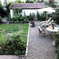 Side Garden, Garden Beds, Pea Gravel Garden, Garden Cottage, Home And Garden, Small Garden Inspiration, Townhouse Garden, Balcony Plants, Australian Garden