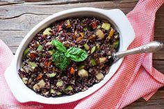 IL Riso venere con verdure di stagione saltate in padella è un piatto leggero estivo e gustoso perfetto per questa stagione.