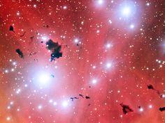 De Very Large Telescope kiekt een stellaire kraamkamer en viert zijn vijftiende verjaardag