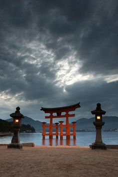 Itsukushima Shinto Shrine is the famous Shinto shrine on the island of Itsukushima (also known as Miyajima) in Hiroshima, best known for its floating torii. Places To Travel, Places To See, Places Around The World, Around The Worlds, Japon Tokyo, Torii Gate, Hiroshima Japan, Miyajima, Kanazawa