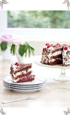 Easy step by step instructions with pictures for classic black forest cake with canned cherries, cocoa dough and cream filling. Cake Recipes, Dessert Recipes, Desserts, Currant Jelly, Cake Leveler, Granny's Recipe, Cherry Liqueur, Canned Cherries, Cherry Candy