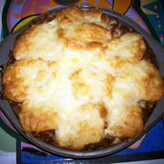 Beef and Biscuit Recipe - This is at least times better than it looks! Casserole Recipes, Meat Recipes, Crockpot Recipes, Cooking Recipes, Cooking Ideas, Yummy Recipes, Food Ideas, Kentucky Fried Chicken Biscuit Recipe, Bisquick Recipes