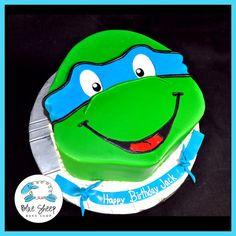 Big ninja turtle fan when was a kid. My lil buddy Brayden now into them an Leonardo is both our favorites :) lol Ninja Turtle Birthday Cake, Turtle Birthday Parties, Ninja Turtle Party, Star Wars Birthday, Boy Birthday, Birthday Ideas, Cake Birthday, Blue Ninja Turtle, Ninja Turtles