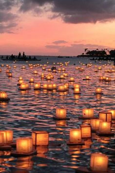 Floating lantern ceremony in Honolulu ( 灯篭流し)
