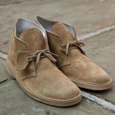 As botas pesadas, como o coturno, tem a cara do inverno, mas qual é a opção de calçado masculino para a meia estação, principalmente o outono que parece combinar tão bem com sapatos mais pesados? E…